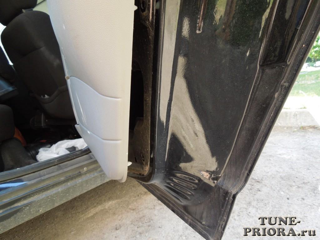 Снять обшивку задней двери приора универсал